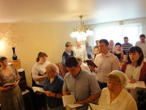 Общее пение перед началом собрания